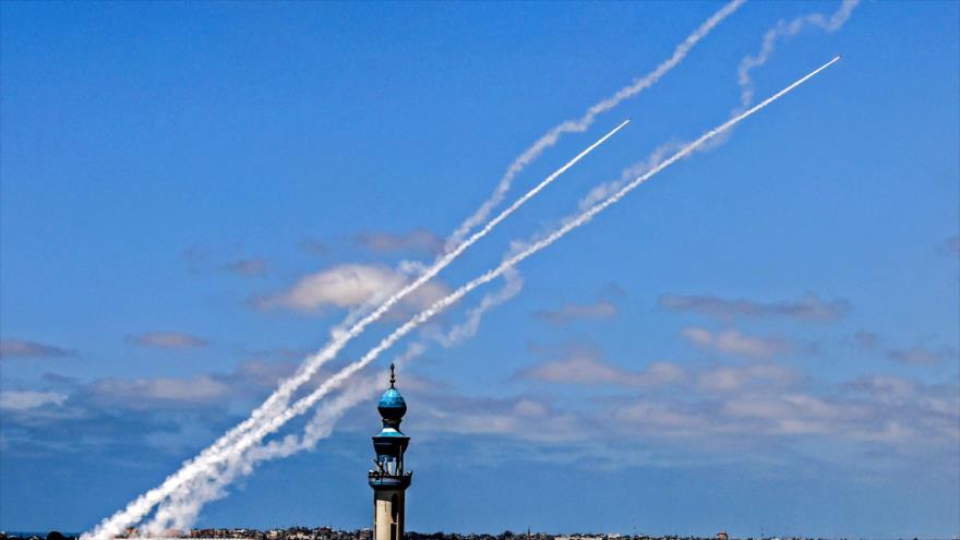 Cohetes lanzados desde la Franja de Gaza contra los territorios ocupados por Israel, 20 de mayo de 2021. (Foto: AFP)