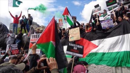 Miles marchan en el Reino Unido y EEUU en solidaridad con Palestina