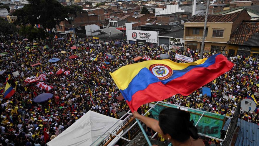 Manifestantes participan en una protesta contra el Gobierno del presidente colombiano, Iván Duque, en Cali, 19 de mayo de 2021. (Foto: AFP)
