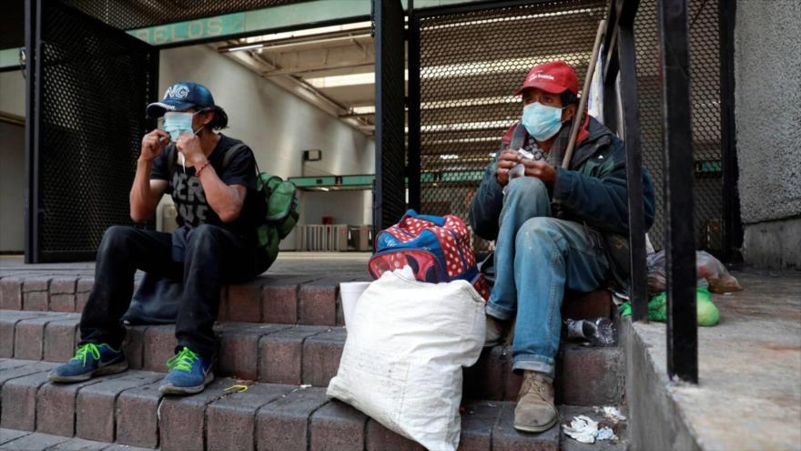 Personas sin techo usan mascarillas en Ciudad de México. (Fuente: Reuters)