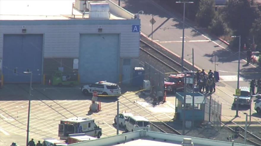 La escena de un tiroteo en un patio de tren ligero en San José, California, 26 de mayo de 2021.