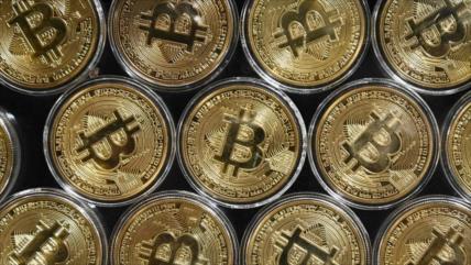 Bitcóin sigue perdiendo valor y registra fuerte caída mensual