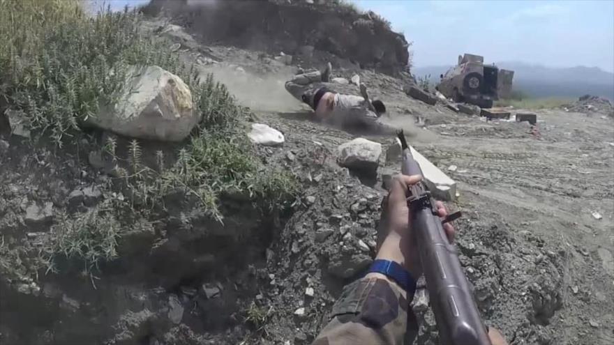 Vídeo: Vean cómo soldados saudíes huyen ante avance de yemeníes | HISPANTV