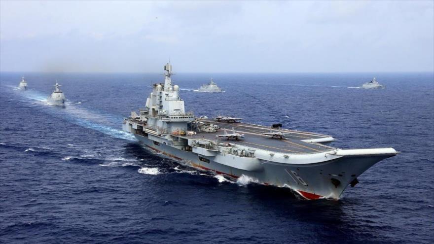El portaviones chino Liaoning participa en un ejercicio militar de la Armada china en el océano Pacífico occidental, 18 de abril de 2018. (Foto: Reuters)