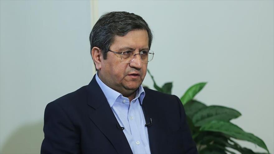 El candidato a la Presidencia de Irán Abdolnaser Hemati durante una entrevista con la Radio y Televisión de la República Islámica de Irán. (Foto: IRIB)