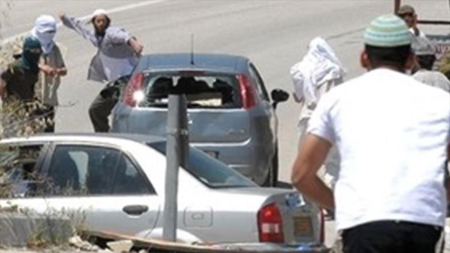 Vídeo: Colonos israelíes apuñalan a joven palestino en plena calle   HISPANTV