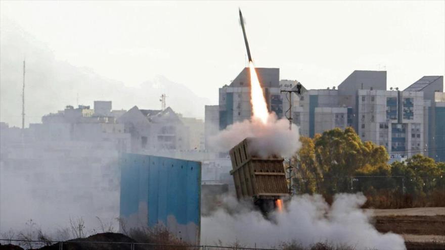 El sistema antimisiles Cúpula de Hierro desplegado cerca de la ciudad de Ashdod, en territorios ocupados palestinos, 17 de mayo de 2021. (Foto: AFP)