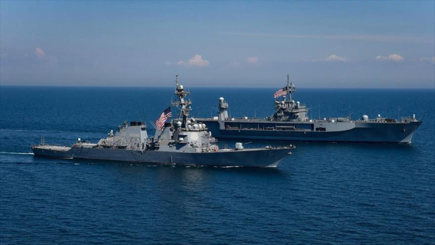 Los buques estadounidenses USS Porter y USS Mount Whitney durante el ejercicio internacional ejercicios militares Sea Breeze 2018 en el mar Negro.