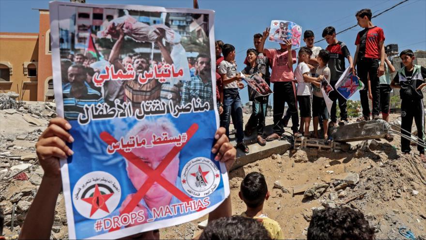 Niños palestinos participan en protesta contra director la UNRWA en Gaza, Matthias Schmale, 27 de mayo de 2021. (Foto: AFP)