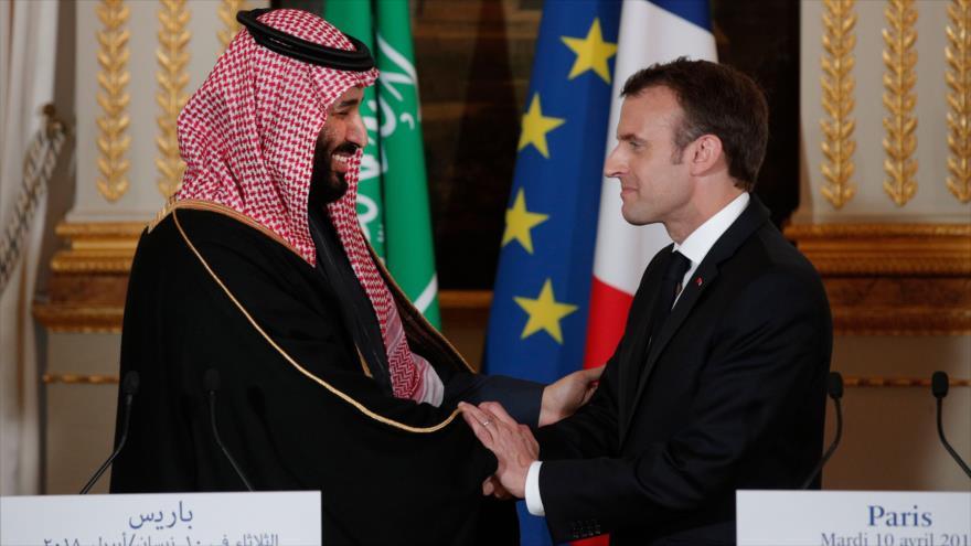 El príncipe heredero de Arabia Saudí, Muhamed bin Salman, saluda al presidente francés, Emmanuel Macron, en su visita a París. (Foto: Reuters)
