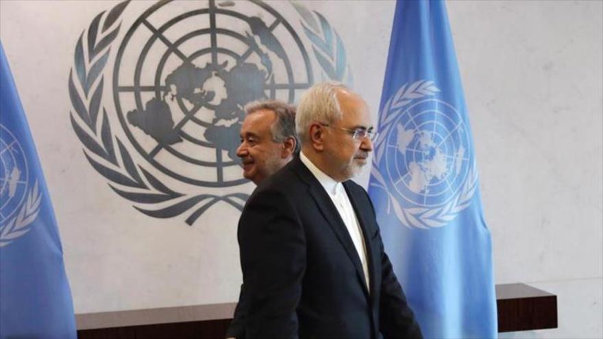 El canciller de Irán, Mohamad Yavad Zarif, y el secretario general de la ONU, António Guterres, en Nueva York, EE.UU.