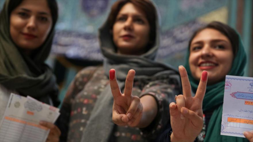 Iraníes en las elecciones presidenciales de mayo de 2017.