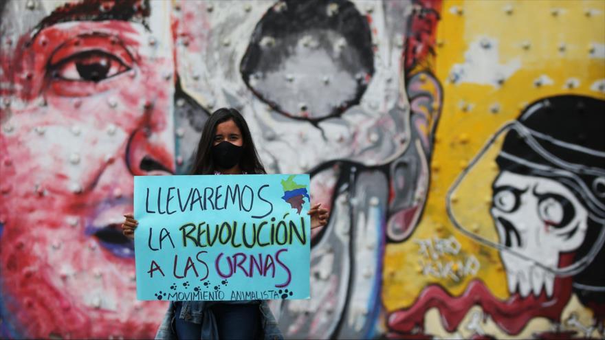 Vean cómo civiles armados disparan a manifestantes en Colombia