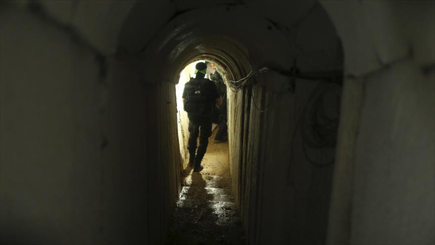 HAMAS revela interior de sus túneles con misiles preparados