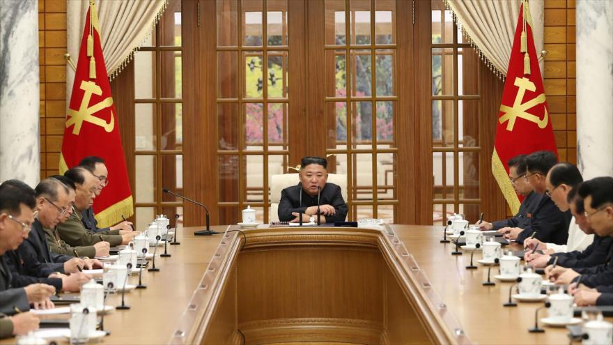 El líder norcoreano, Kim Jong-un (C), asiste a una sesión del Partido de Trabajadores de Corea, 4 de junio de 2021. (Foto: KCNA)