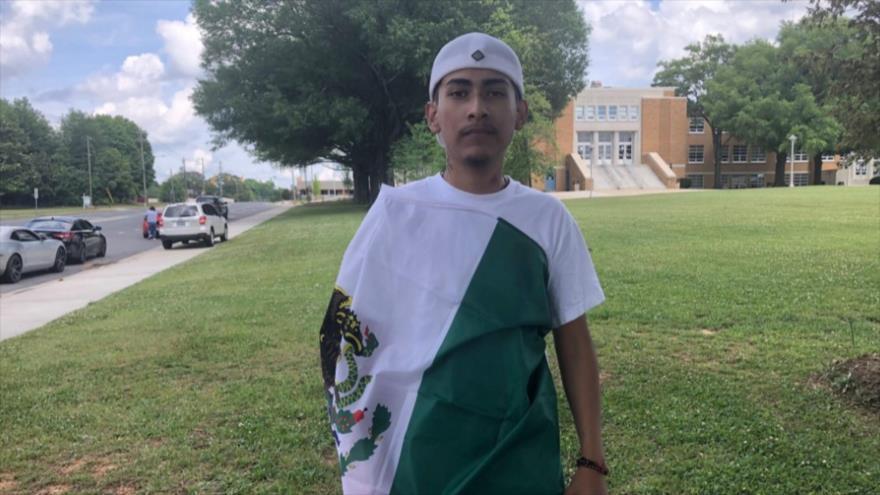 Alumno no recibe su diploma en EEUU por portar bandera mexicana
