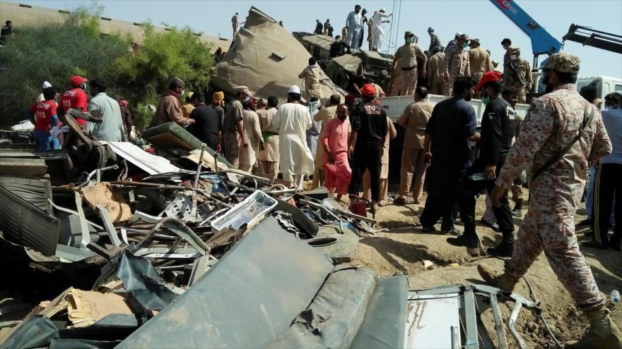 Al menos 50 muertos en accidente de trenes en Paquistán