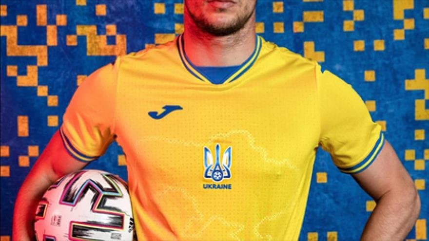 La nueva camiseta del equipo nacional de Ucrania, con un mapa que incluye a Crimea.