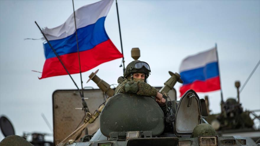 Foto: Vehículo ruso apunta su arma contra base militar de EEUU en Siria
