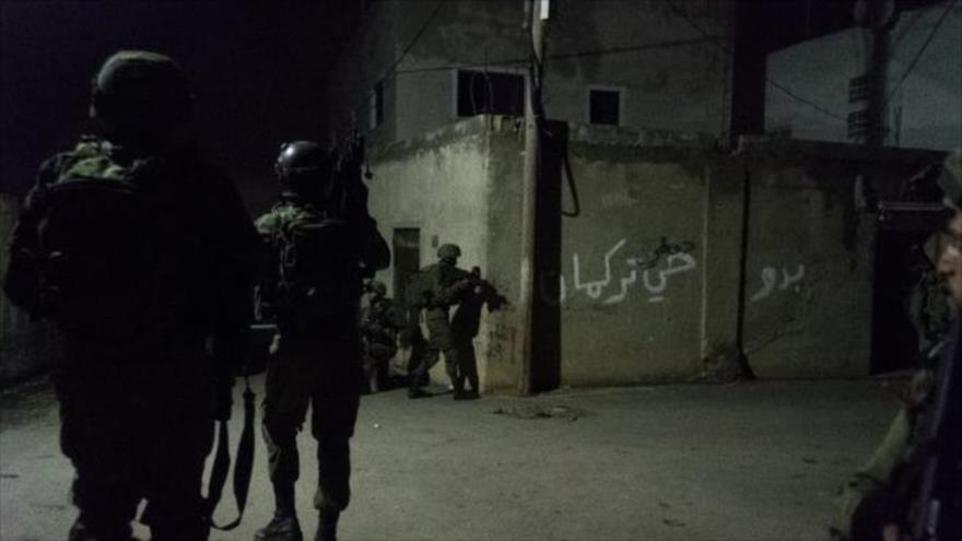 Fuerzas israelíes atacan a los palestinos en la ciudad cisjordana de Yenin, 9 de junio de 2021.