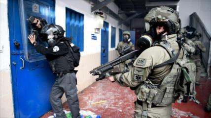Vídeo impactante: Guardias israelíes torturan a presos palestinos