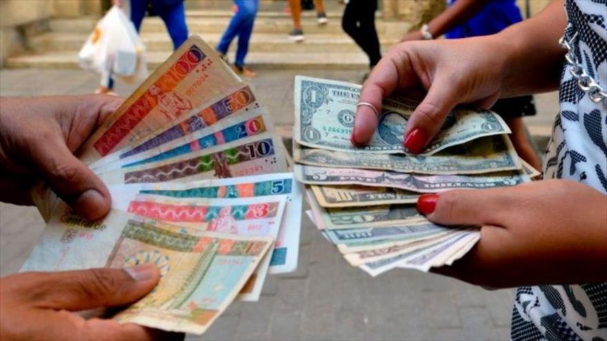 Cuba suspende los depósitos de dólares en efectivo