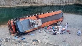 Al menos 20 pasajeros mueren en accidente de autobús en Pakistán