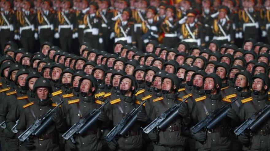 Un grupo de efectivos del Ejército de Corea del Norte durante una marcha militar. (Foto: Reuters)
