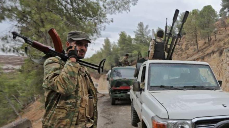Hombres armados en la provincia de Alepo, Siria, 20 de noviembre de 2020. (Foto: AFP)
