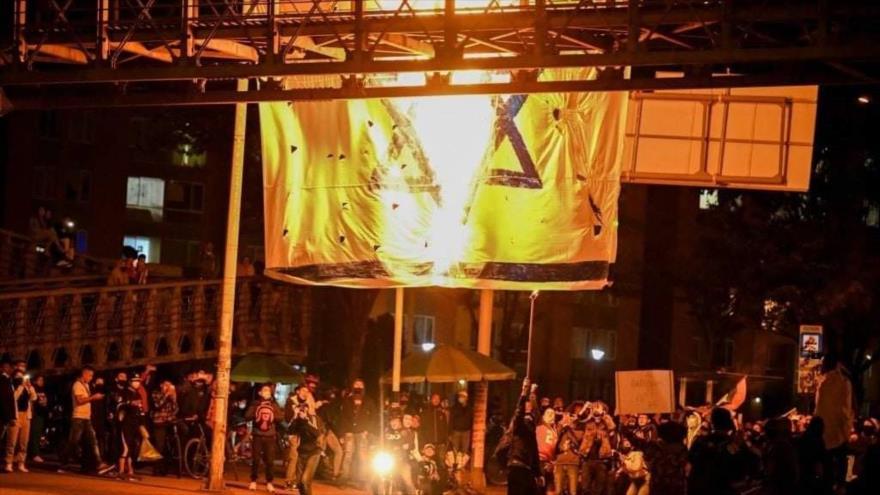Fotos: Manifestantes propalestinos queman bandera de Israel en Colombia