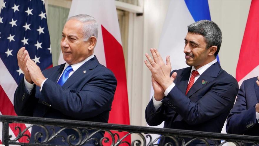 El premier saliente de Israel, Benjamín Netanyahu, y el canciller emiratí, Abdulá bin Zayed Al Nahyan, tras firmar el acuerdo de normalización de lazos en EE.UU.