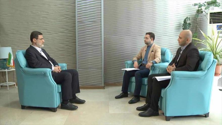El candidato reformista a la Presidencia de Irán Amir HoseinQazizade Hashemi (izda.) en una entrevista con Press TV, 13 de junio de 2021.