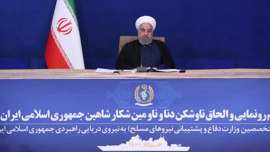 El presidente de Irán, Hasan Rohani, habla en la ceremonia de la incorporación de dos nuevos destructores a la Armada nacional, 14 de junio de 2021.