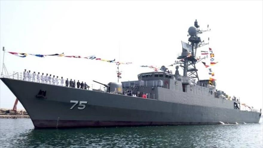 El destructor Dena se une a la flota iraní en una ceremonia en la que han participado altos comandantes del país, 14 de junio de 2021.
