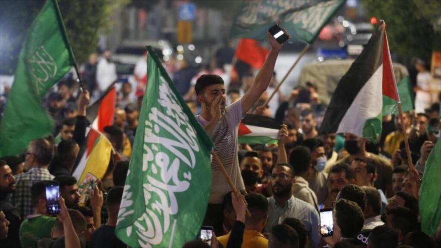 Palestinos celebran un alto al fuego con Israel en la Franja de Gaza, 21 de mayo de 2021. (Foto: AFP)