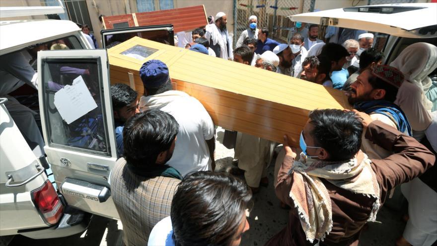 Mueren 5 vacunadores contra la polio en ataques en Afganistán