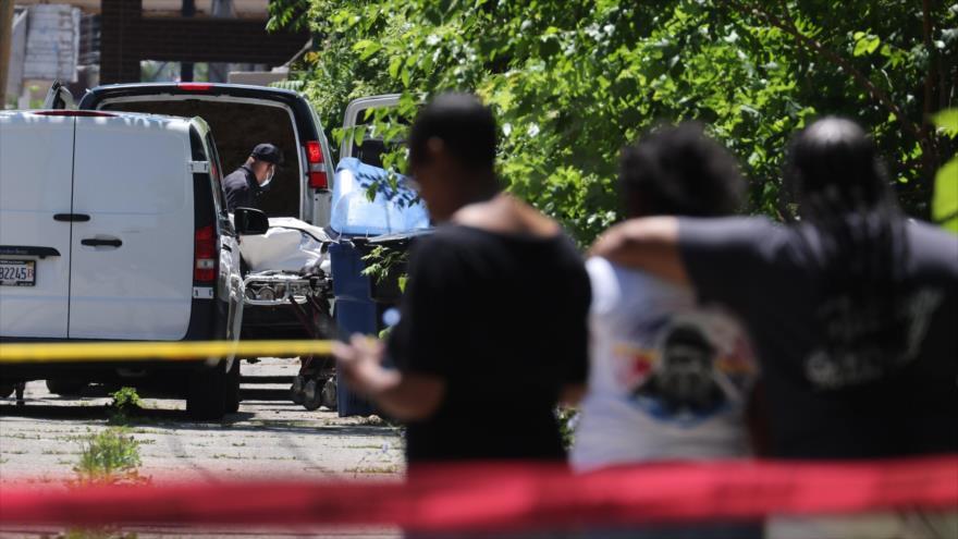 La escena de un masivo tiroteo registrado en el área de Englewood en Chicago (EE.UU.), 15 de junio de 2021. (Foto: AFP)