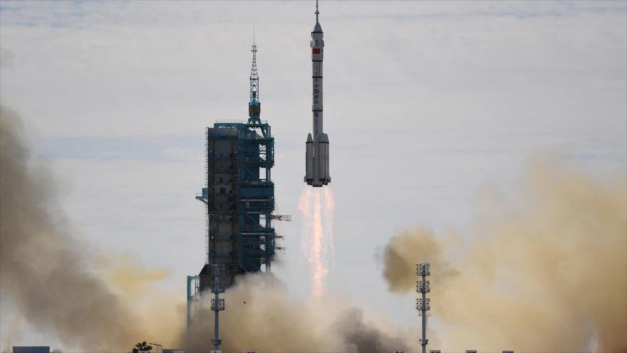 China a la conquista del espacio; lanza nave espacial tripulada