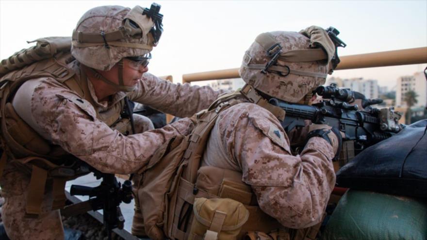 Los infantes de la Marina de EE.UU. refuerzan el recinto de la embajada en Bagdad, capital iraquí, 1 de enero de 2020.