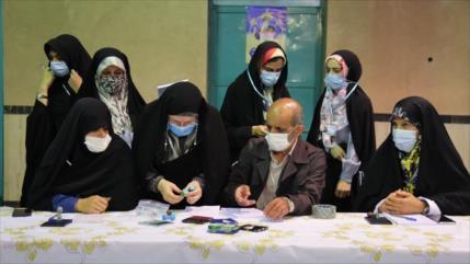 Supervisores electorales observan proceso de la votación en Irán
