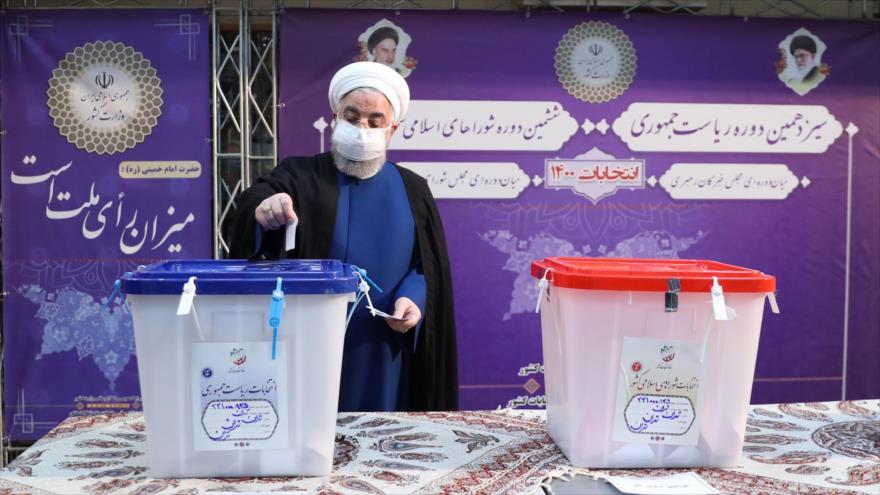 El presidente de Irán, Hasan Rohani, ejerce su derecho al voto en las elecciones presidenciales, 18 de junio de 2021. (Foto: President.ir)