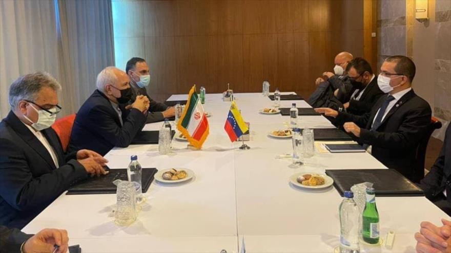 El canciller iraní, Mohamad Yavad Zarif, se reúne con su par venezolano, Jorge Arreaza, en Antalya, Turquía, 18 de junio de 2021. (Foto: IRNA)