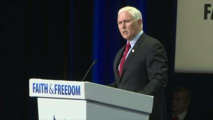 """Mike Pence, abucheado con gritos de """"traidor"""" en una conferencia"""