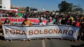 Brasileños protestan contra gestión de Bolsonaro durante la pandemia