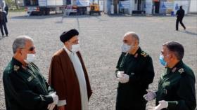 Cuerpo de Guardianes de Irán, al lado del presidente electo Raisi