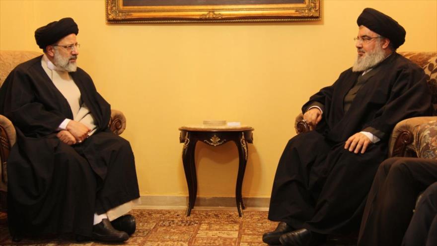 El líder de Hezbolá, Seyed Hasan Nasralá (dcha.), y Seyed Ebrahim Raisi, en Beirut, la capital de El Líbano.