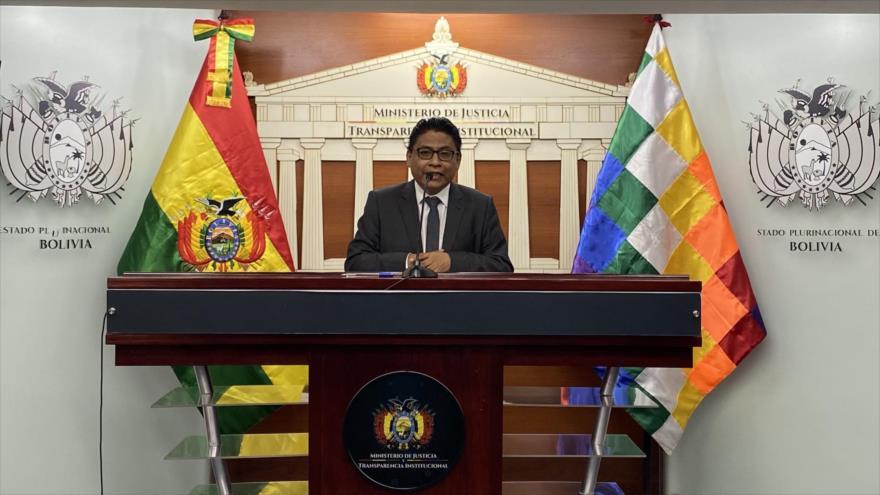 El ministro de Justicia de Bolivia, Iván Lima, habla en una conferencia de prensa.