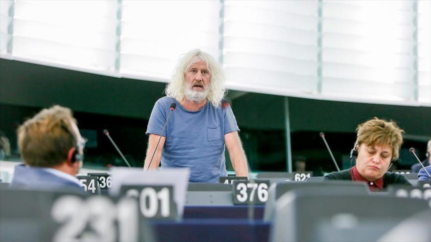 El eurodiputado irlandés Mick Wallace, interviene en una sesión del Parlamento Europeo (PE).