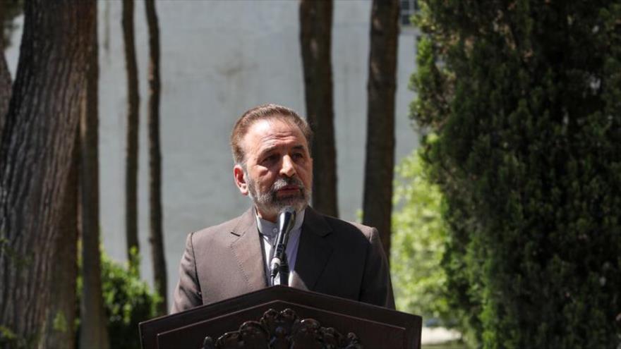 El jefe del Gabinete del presidente de Irán, Mahmud Vaezi, en declaraciones a la prensa, 23 de junio de 2021 (Foto: ISNA)