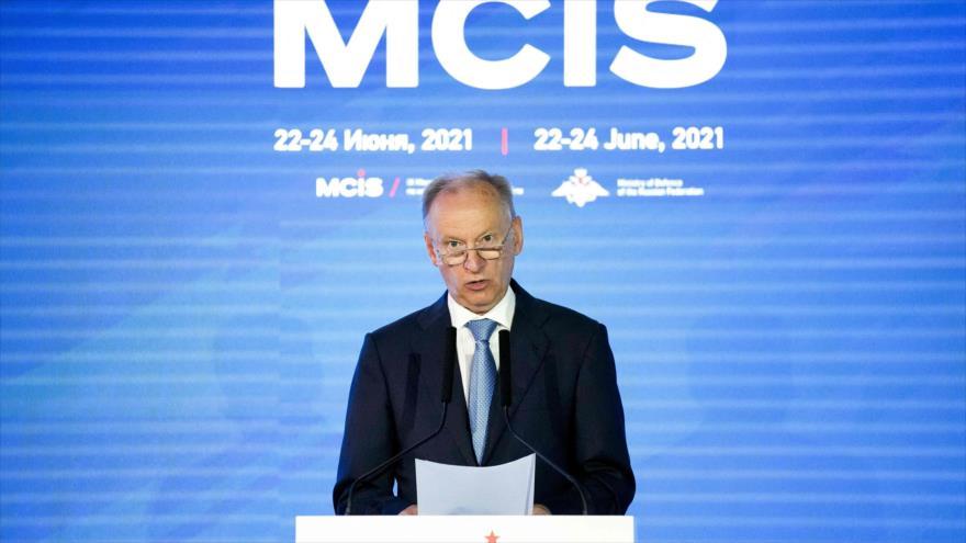 El secretario del Consejo de Seguridad de Rusia, Nikolai Pátrushev, habla en la Conferencia de Seguridad en Moscú, 24 de junio de 2021. (Foto: AFP)